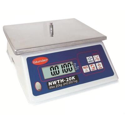 Balance compacte polyvalente avec une capacité de 20 kg